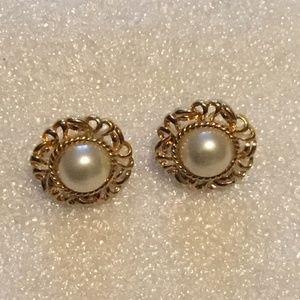 Vintage pair of pearl earrings by Napier